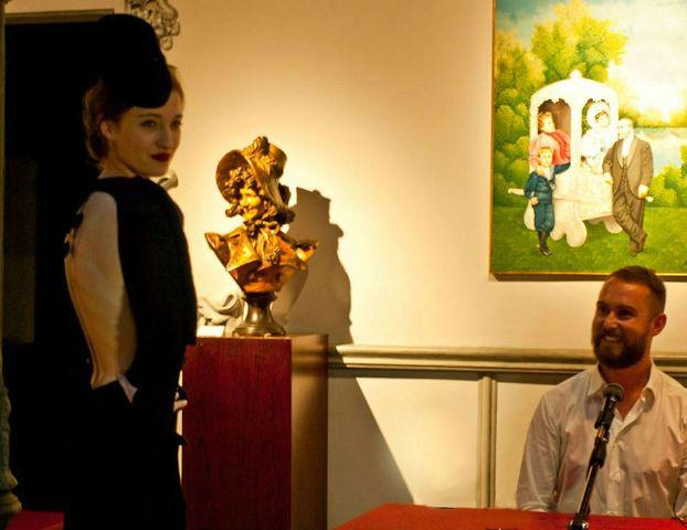 """En 2013 tuvo lugar en el Museo Art Nouveau y Art Déco Casa Lis de Salamanca el ciclo Museo y Moda"""" que incluía diferentes conferencias y actividades con la moda como protagonista. En la imagen el diseñador Nicolas Vaudelet durante la presentación de algunas de sus creaciones inspiradas en los movimientos artísticos de comienzos del s. XX como el Surrealismo."""