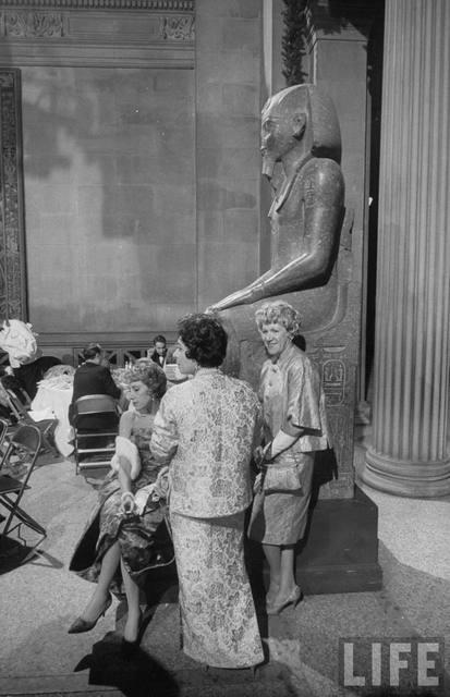 Imagen tomada por Walter Sanders en el Baile de la Moda anual del MET en los años sesenta.