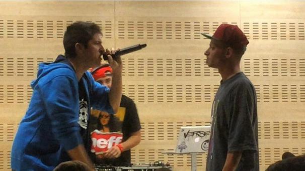 Batalla entre DToke (derecha) y Chuty (izquierda) durante su duelo en Madrid Urbano