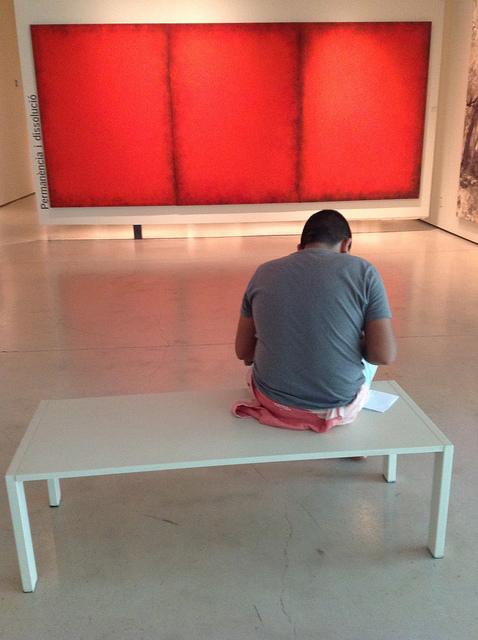 Zikaria frente aTríptico rojo, Rothko, de Alfonso Alzamora