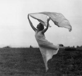 Florence Fleming Noyes retratada por Frances Benjamin Johnston (1910). Imagen extraída de http://bit.ly/2jZ7m53